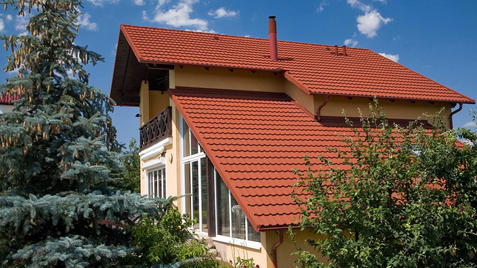 фото домов с оранжевой металлочерепицей всегда носил